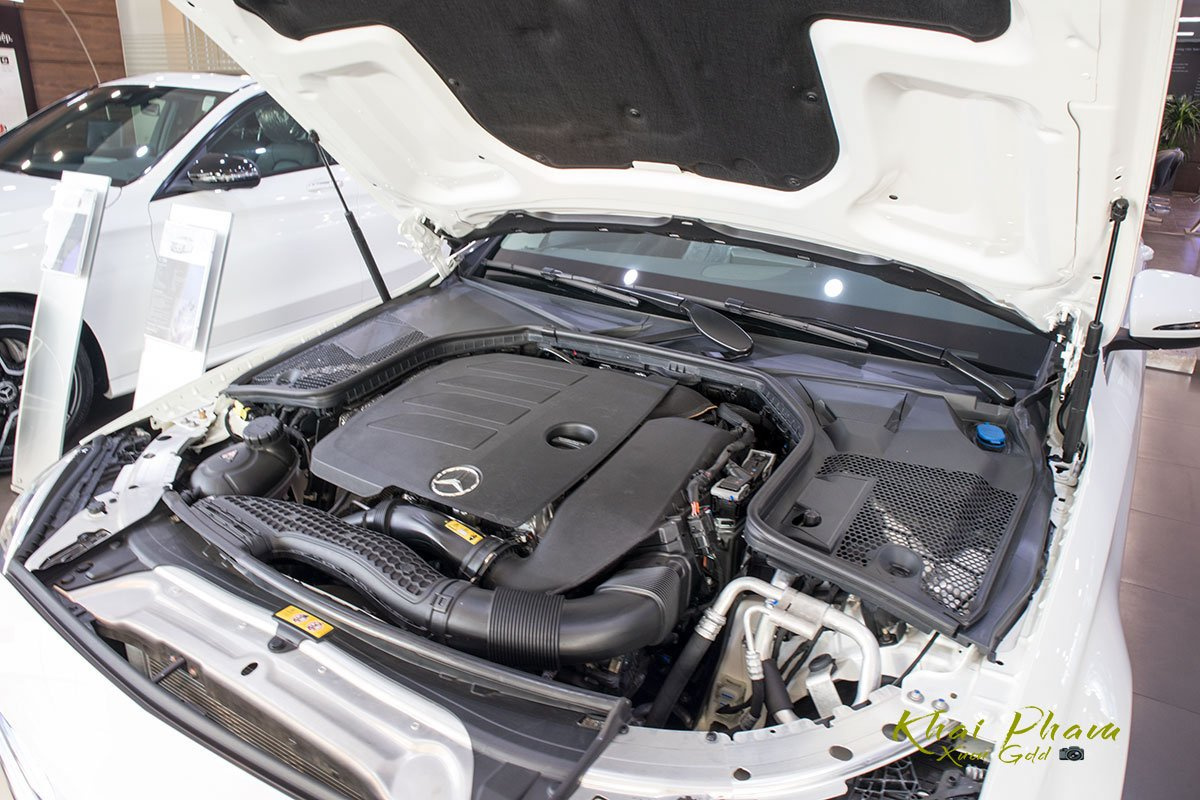 Ảnh chụp động cơ xe Mercedes-Benz C 180 2020 1