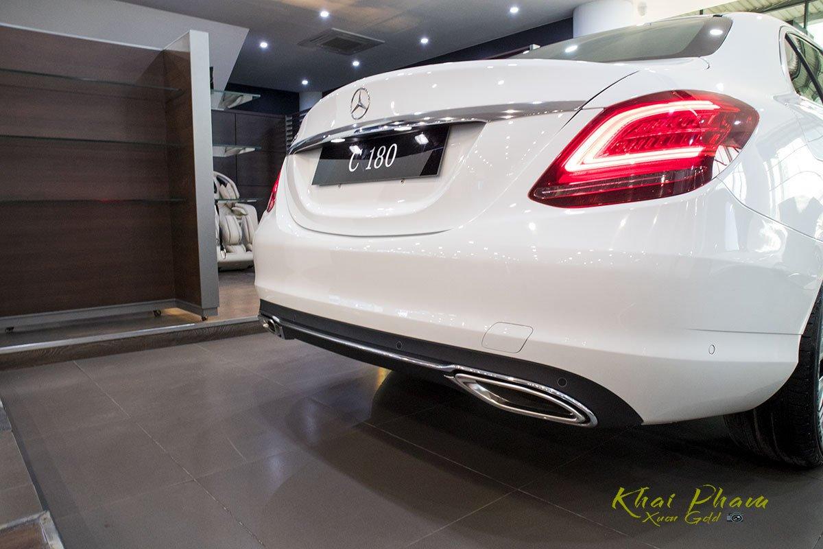 Ảnh chụp đuôi xe Mercedes-Benz C 180 2020