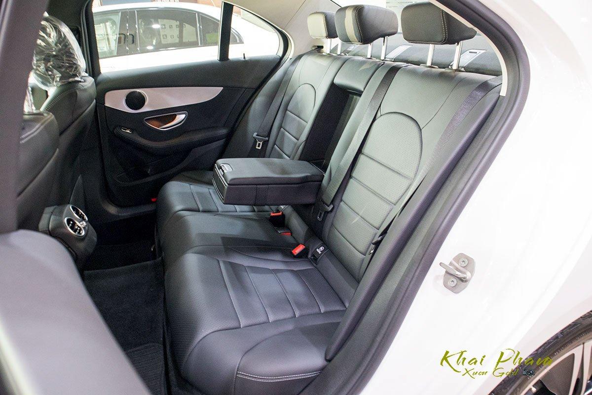 Ảnh chụp hàng ghế 2 xe Mercedes-Benz C 180 2020 1