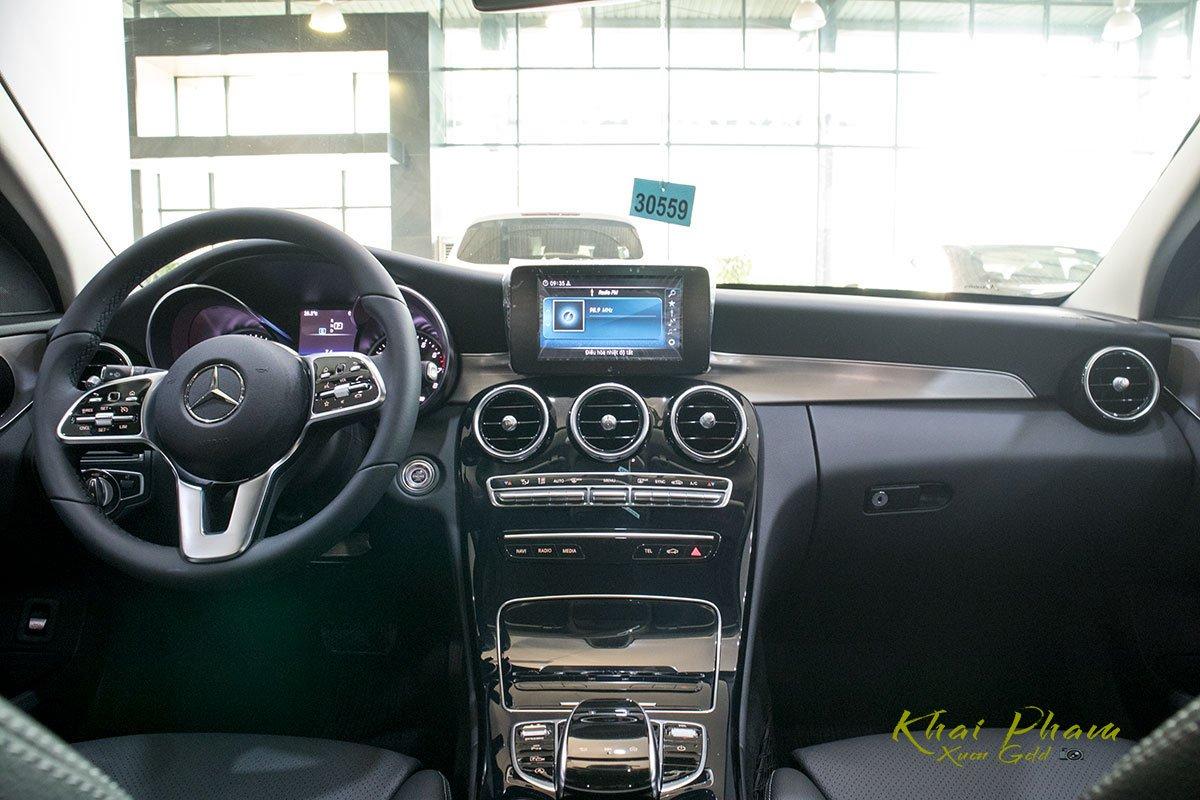 Ảnh chụp nội thất xe Mercedes-Benz C 180 2020 1