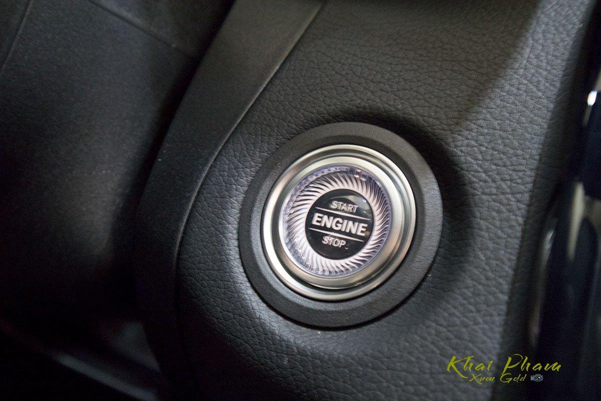 Ảnh chụp nút bấm khởi động xe Mercedes-Benz C 180 2020