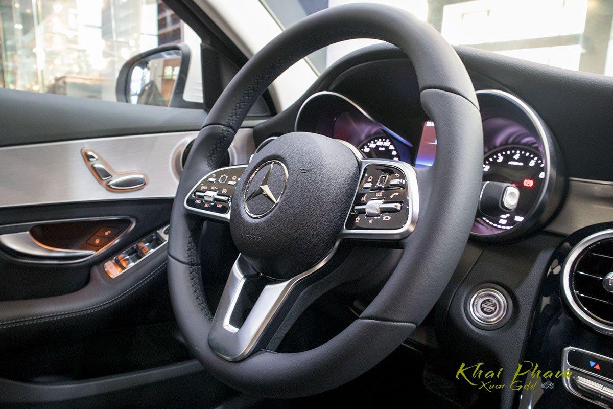 Ảnh chụp vô-lăng xe Mercedes-Benz C 180 2020 1