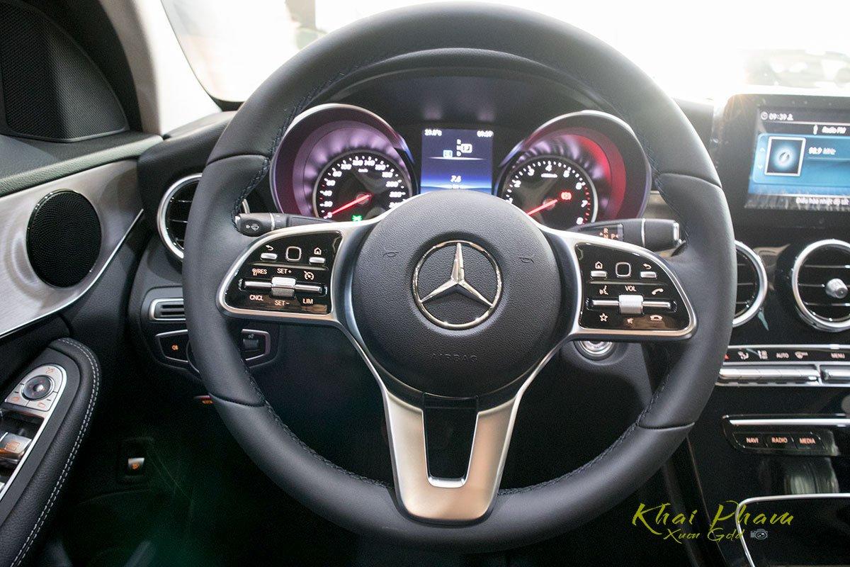 Ảnh chụp vô-lăng xe Mercedes-Benz C 180 2020