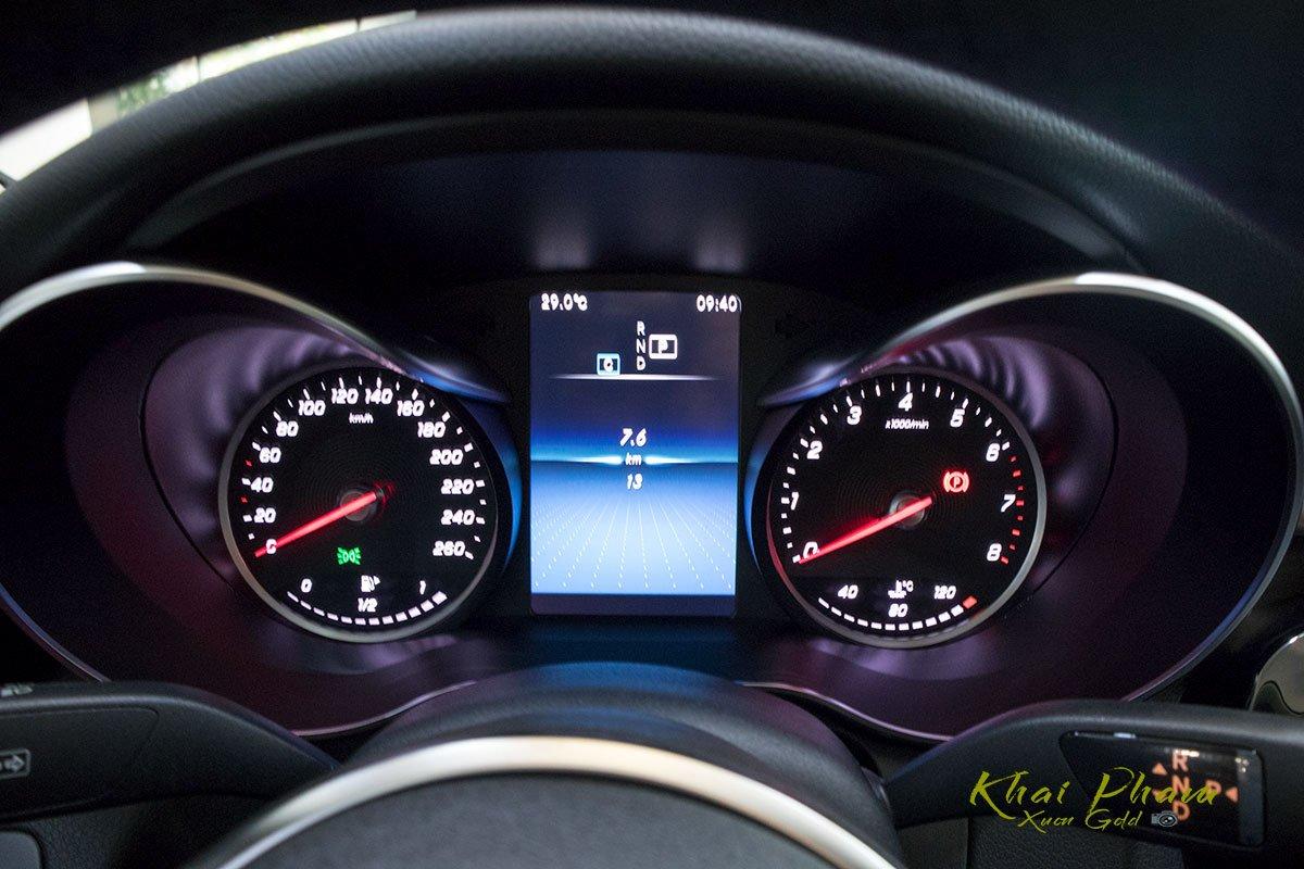 Ảnh chụp đồng hồ xe Mercedes-Benz C 180 2020 1