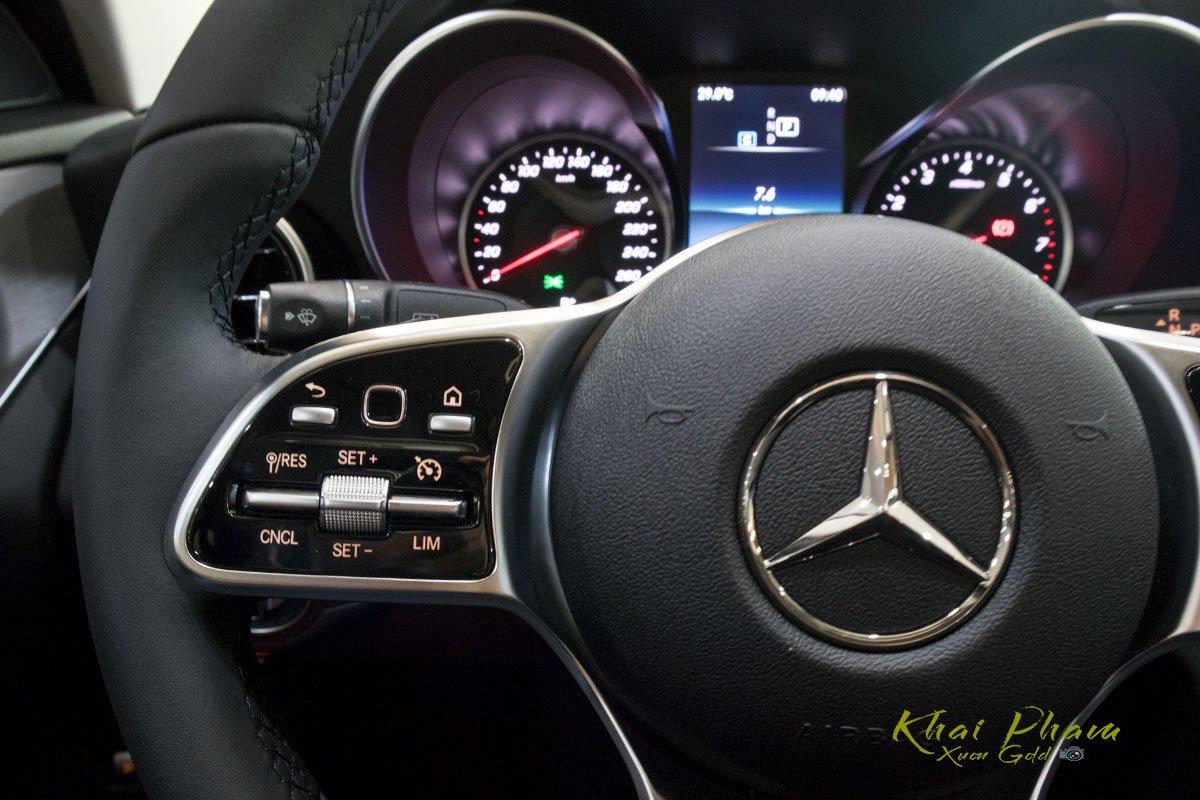 Ảnh chụp nút bấm vô-lăng xe Mercedes-Benz C 180 2020 1