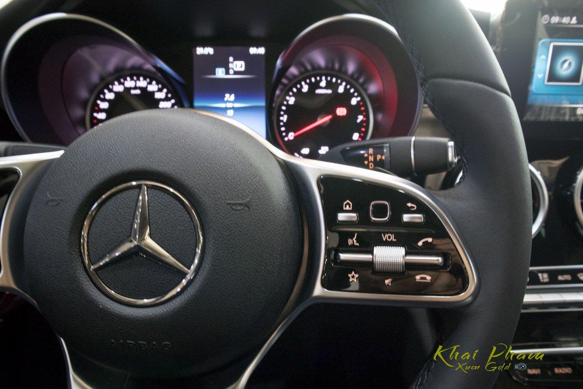 Ảnh chụp nút bấm vô-lăng xe Mercedes-Benz C 180 2020