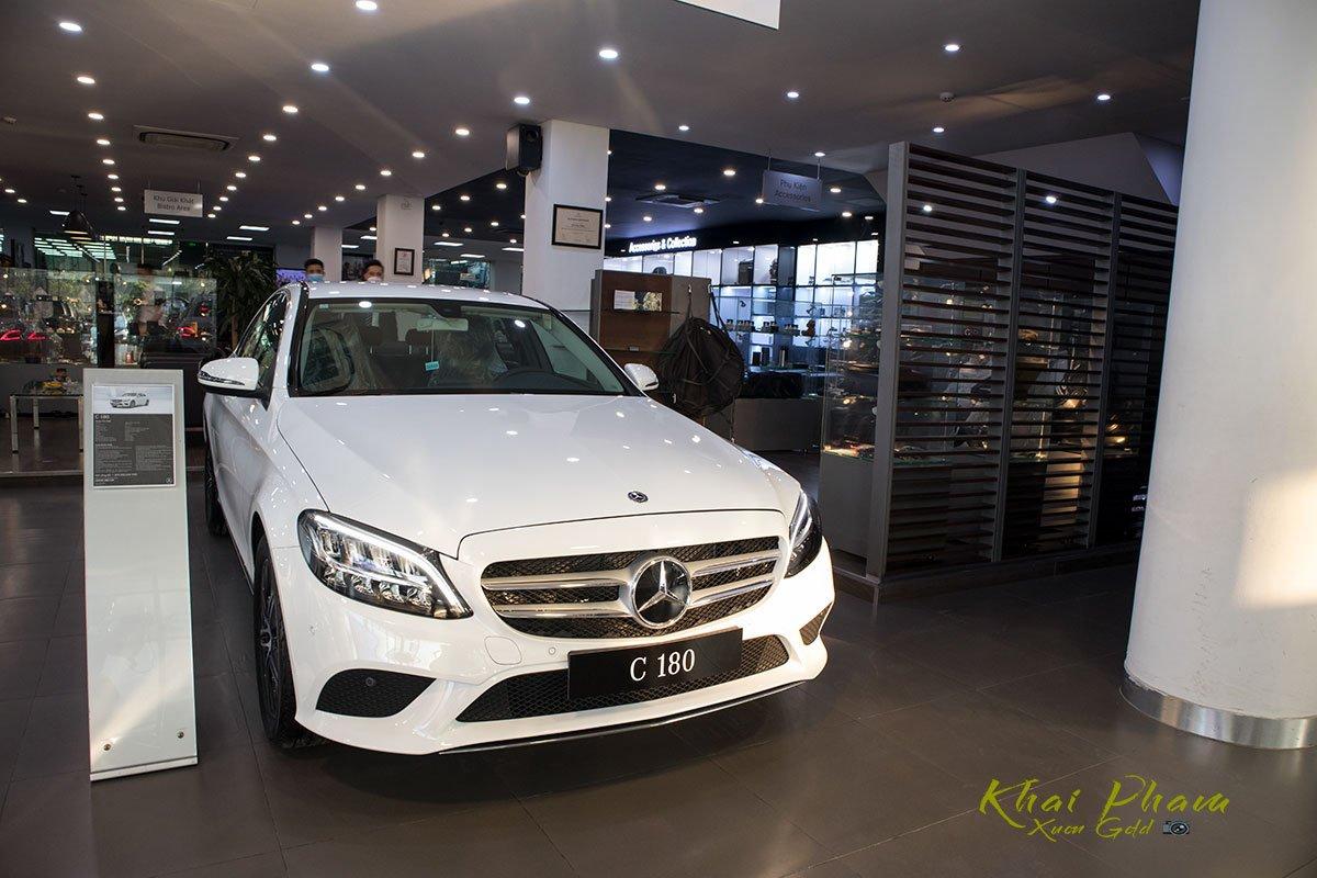 Ảnh chụp trước xe Mercedes-Benz C 180 2020 1