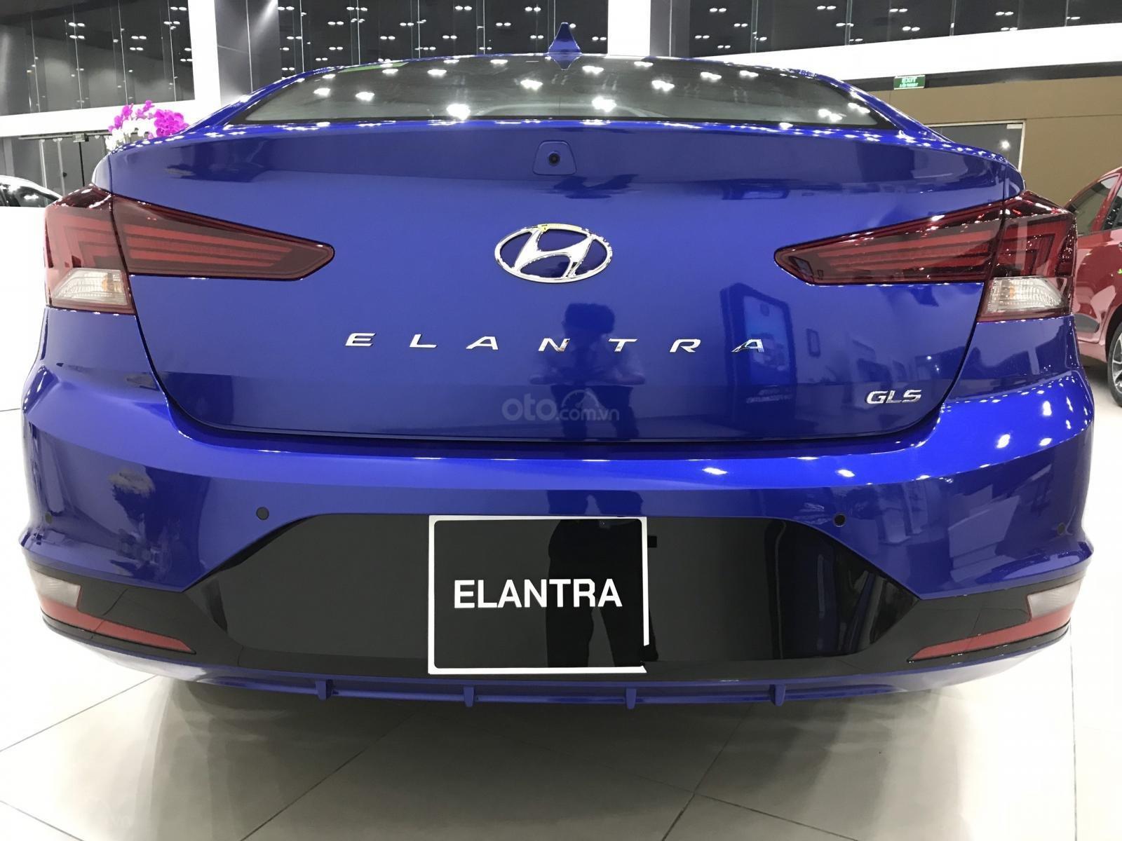 Elantra 1.6AT xanh coban, 1 xe duy nhất giá 605tr, tặng full phụ kiện chính hãng, khuyến mãi lên tới 50tr (5)