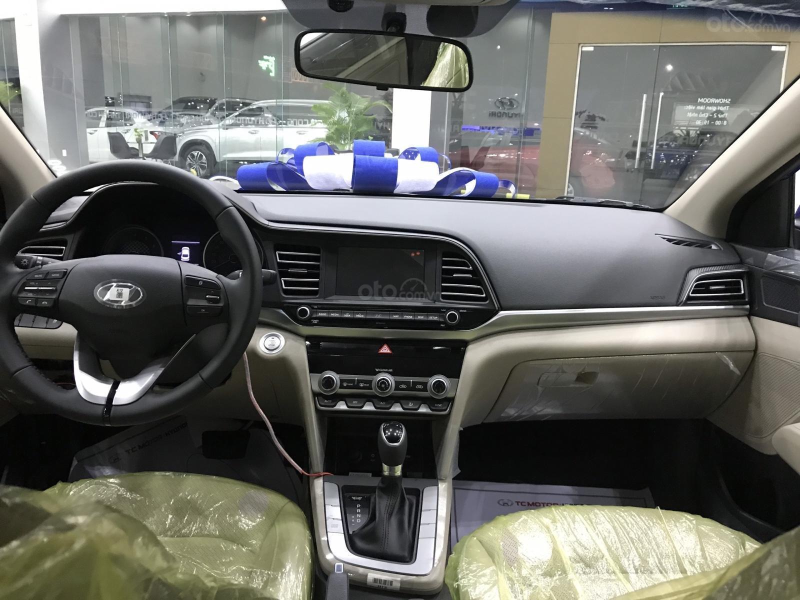 Elantra 1.6AT xanh coban, 1 xe duy nhất giá 605tr, tặng full phụ kiện chính hãng, khuyến mãi lên tới 50tr (3)