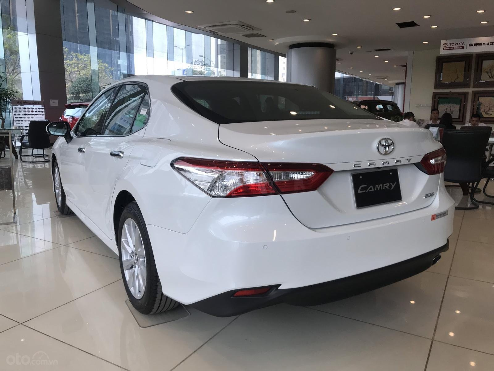 Bán xe Toyota Camry 2020 mới giá tốt khuyến mãi lớn miền Bắc, xe giao ngay hỗ trợ trả góp lãi suất thấp (9)