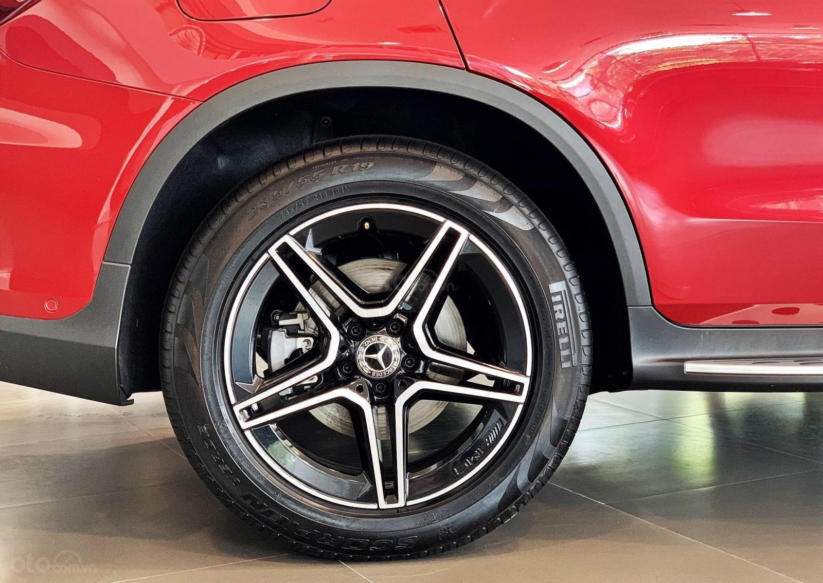 Bán Mercedes-Benz Glc 300 4 matic, quà tặng lên đến 200 tr tiền mặt, giá ưu đãi nhất HN (4)