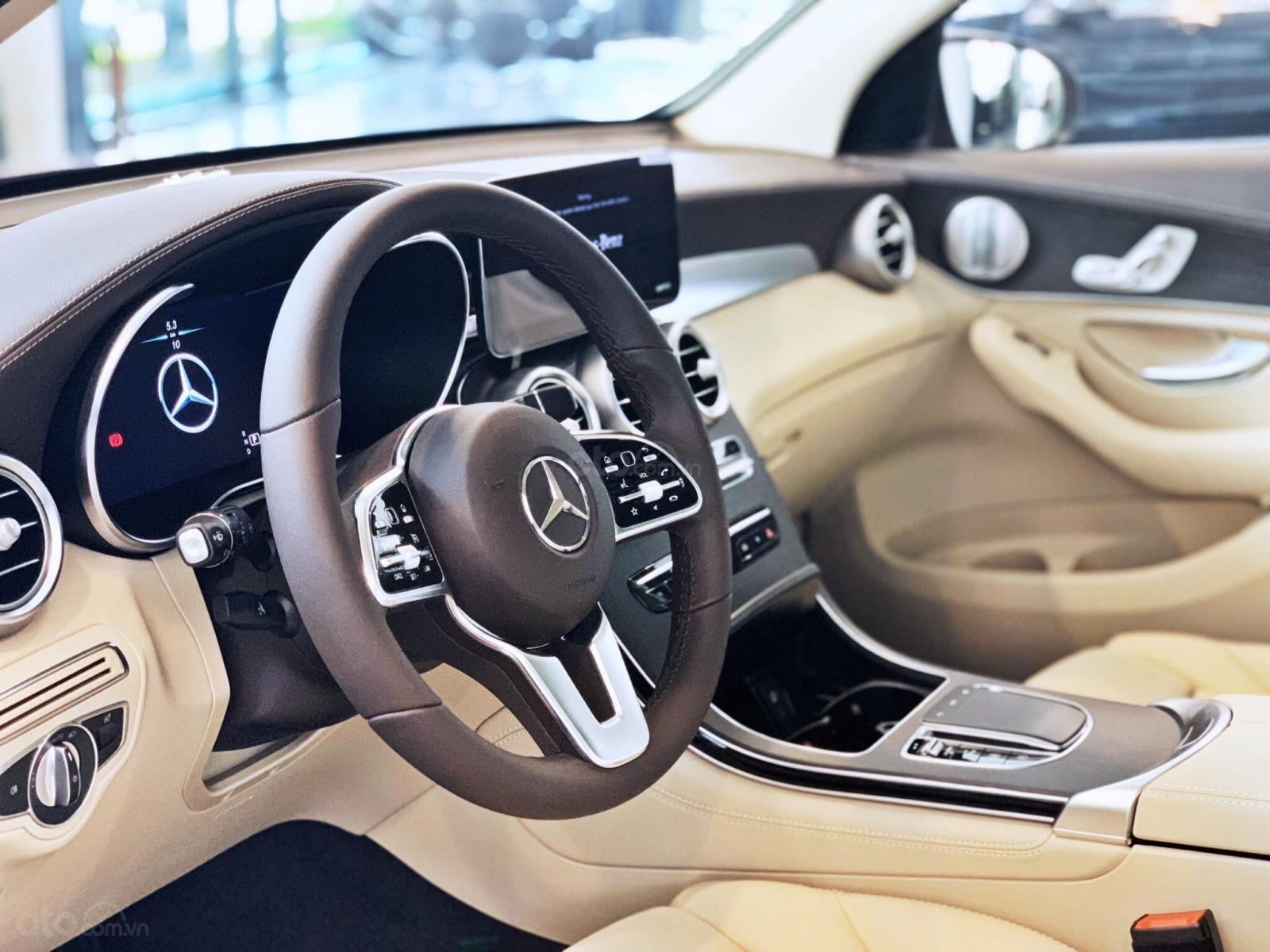 Bán Mercedes-Benz Glc 300 4 matic, quà tặng lên đến 200 tr tiền mặt, giá ưu đãi nhất HN (8)