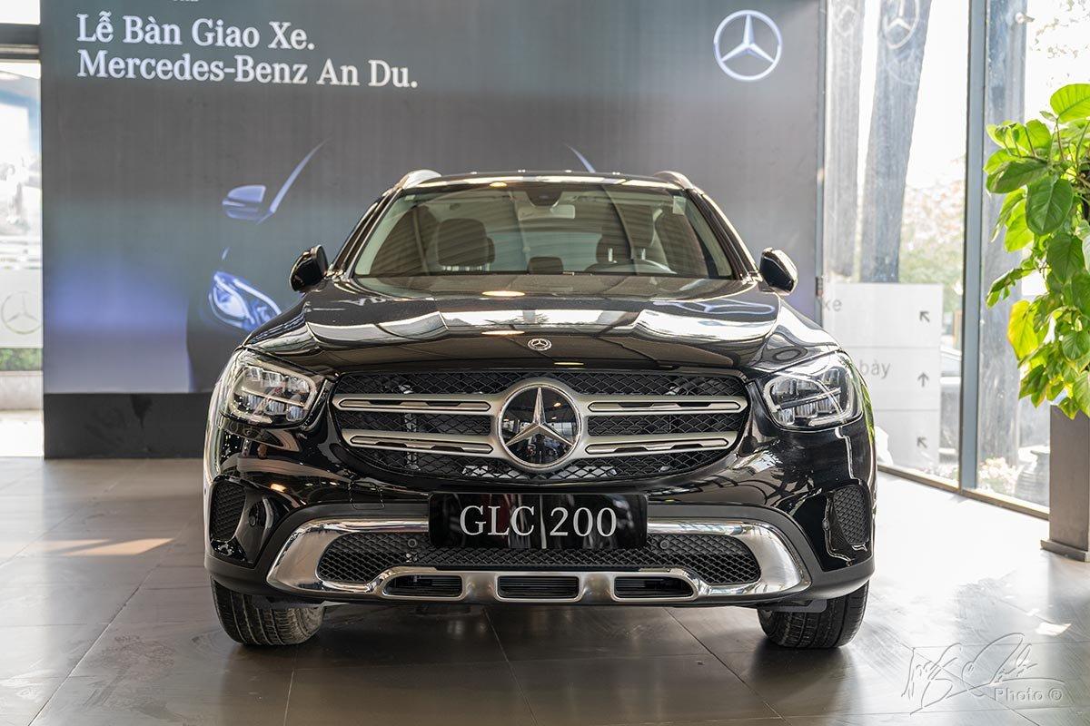 Đánh giá xe Mercedes-Benz GLC 200 2020: Thiết kế đầu xe.