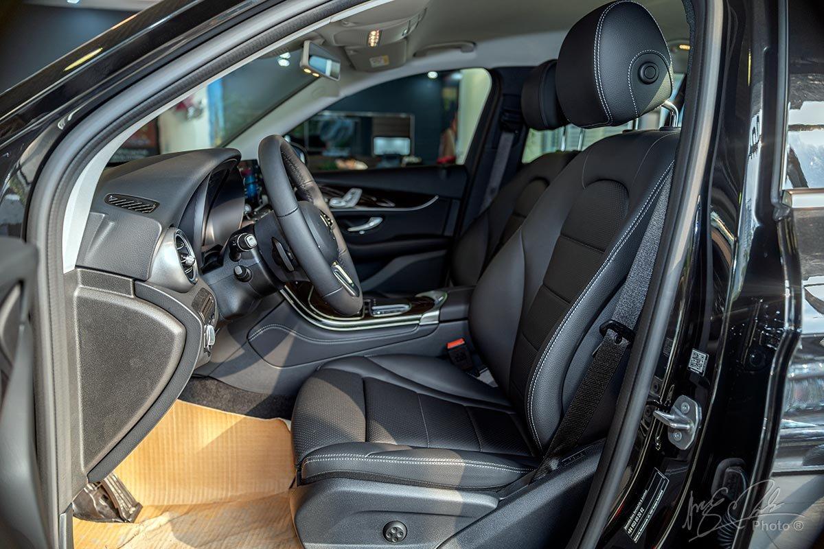 Đánh giá xe Mercedes-Benz GLC 200 2020: Ghế trước điều khiển điện, nhớ 3 vị trí ghế.