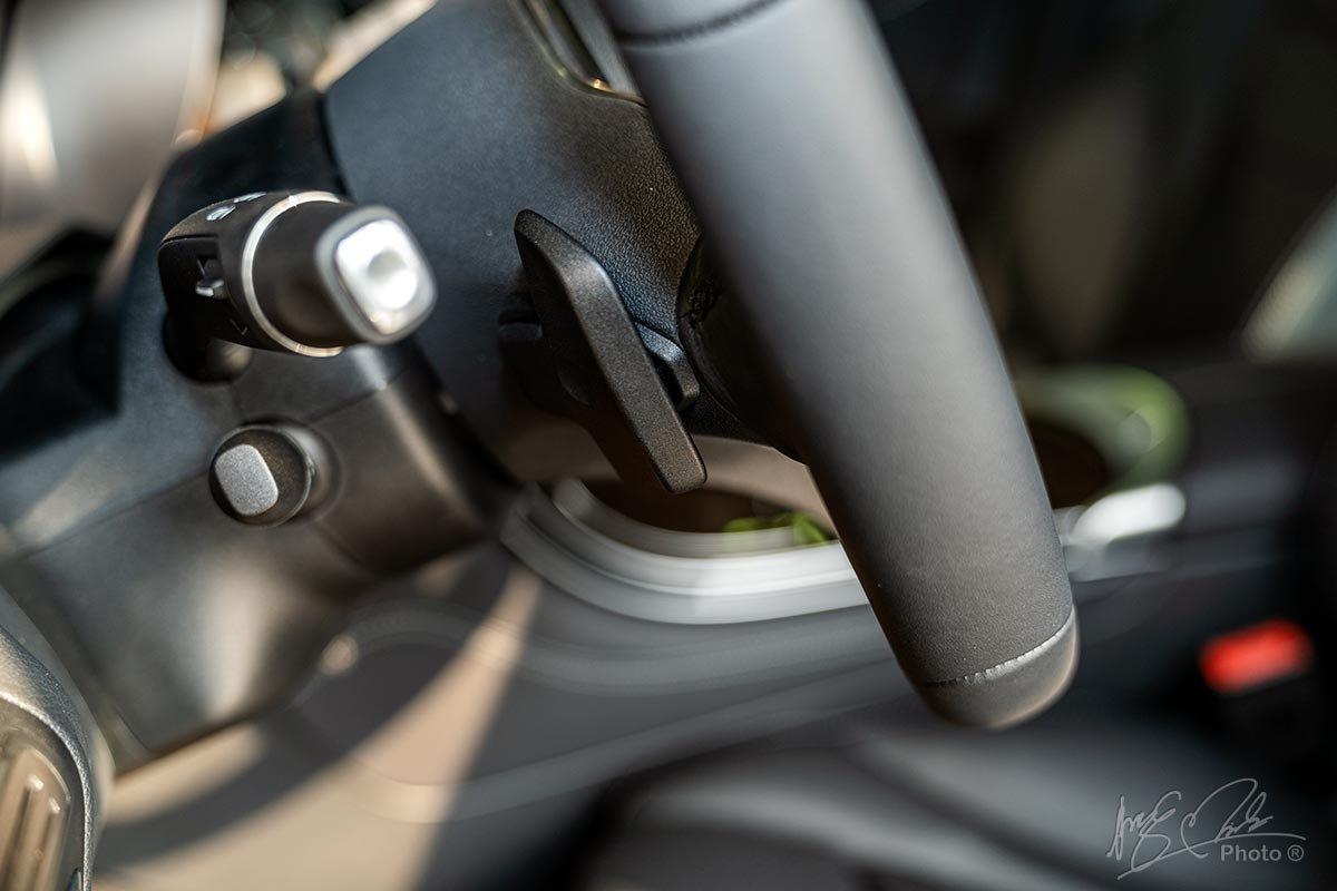 Đánh giá xe Mercedes-Benz GLC 200 2020: Lẫy chuyển số sau vô-lăng.
