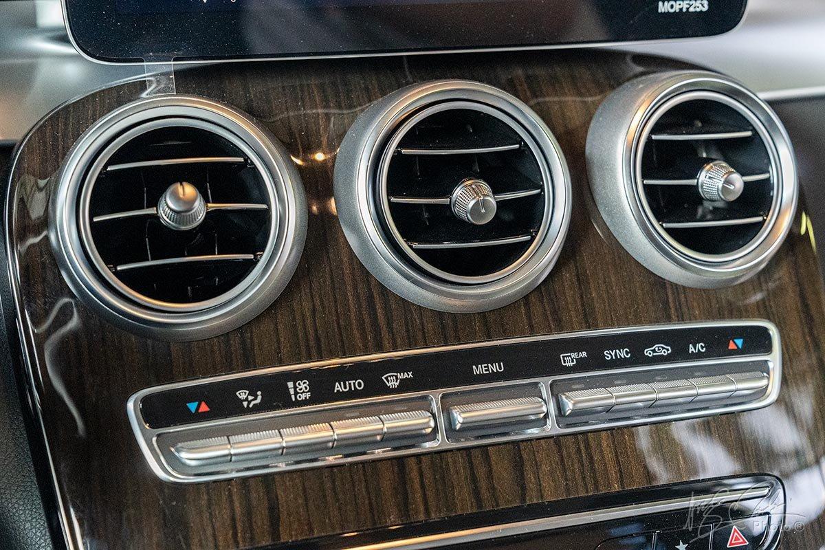 Đánh giá xe Mercedes-Benz GLC 200 2020: Điều hoà tự động 2 vùng độc lập.