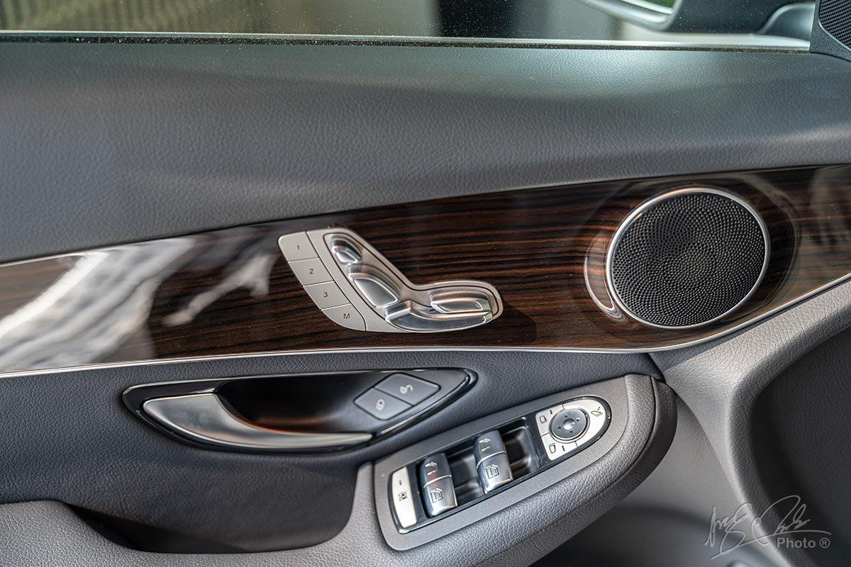 Đánh giá xe Mercedes-Benz GLC 200 2020: Hàng ghế trước chỉnh điện nhớ 3 vị trí.