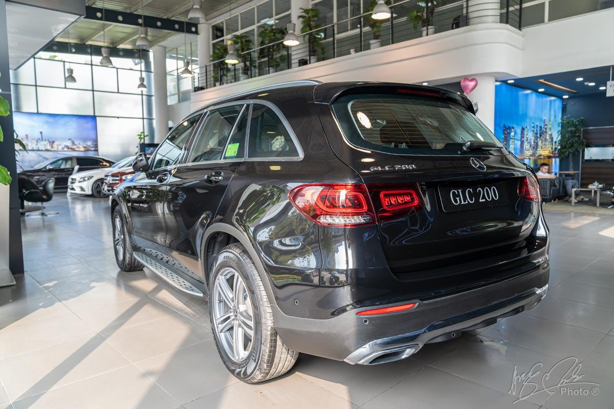 Đánh giá xe Mercedes-Benz GLC 200 2020: Sự lựa chọn cho các khách hàng phổ thông muốn nâng cấp lên xe sang.