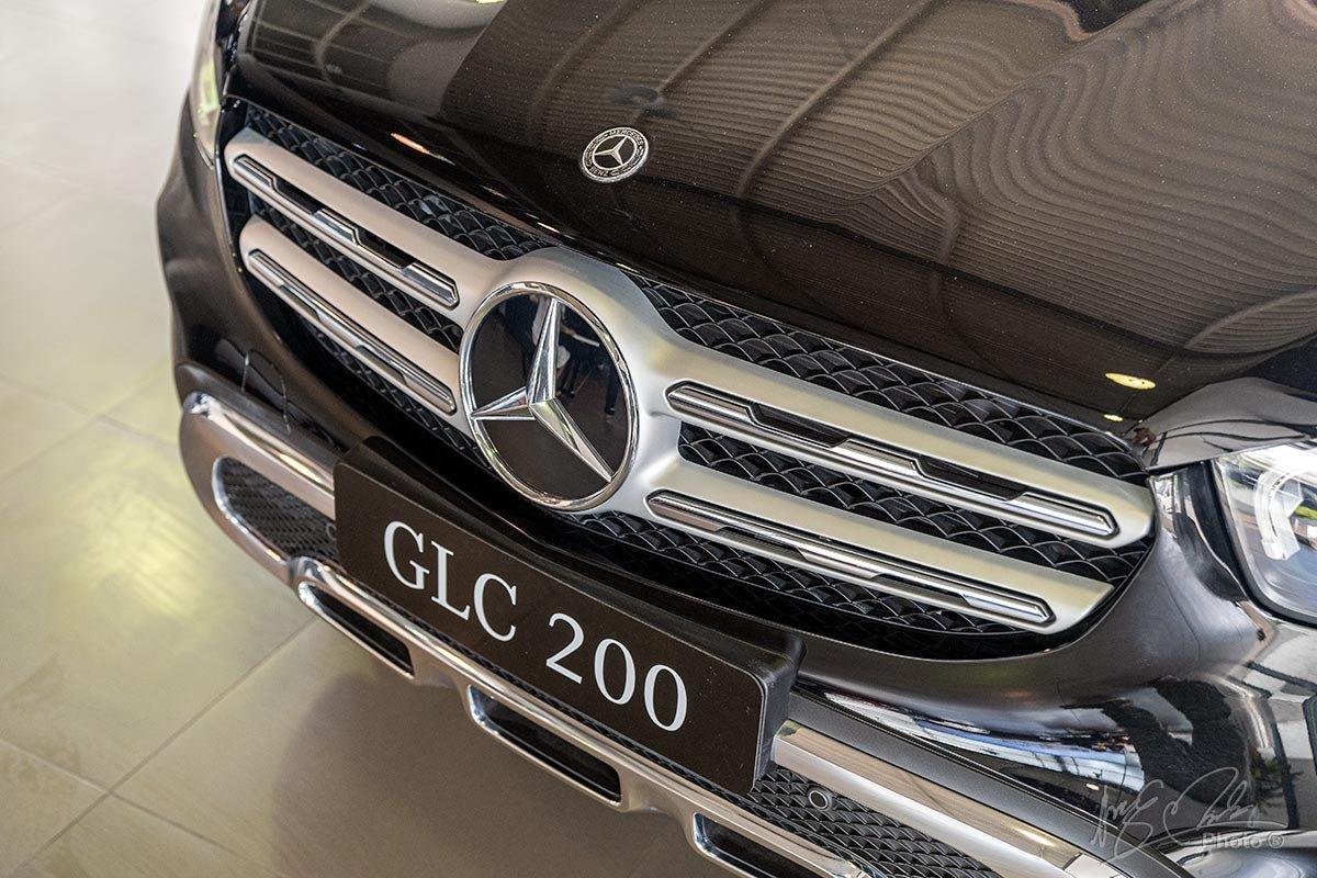 Đánh giá xe Mercedes-Benz GLC 200 2020: Lưới tản nhiệt.
