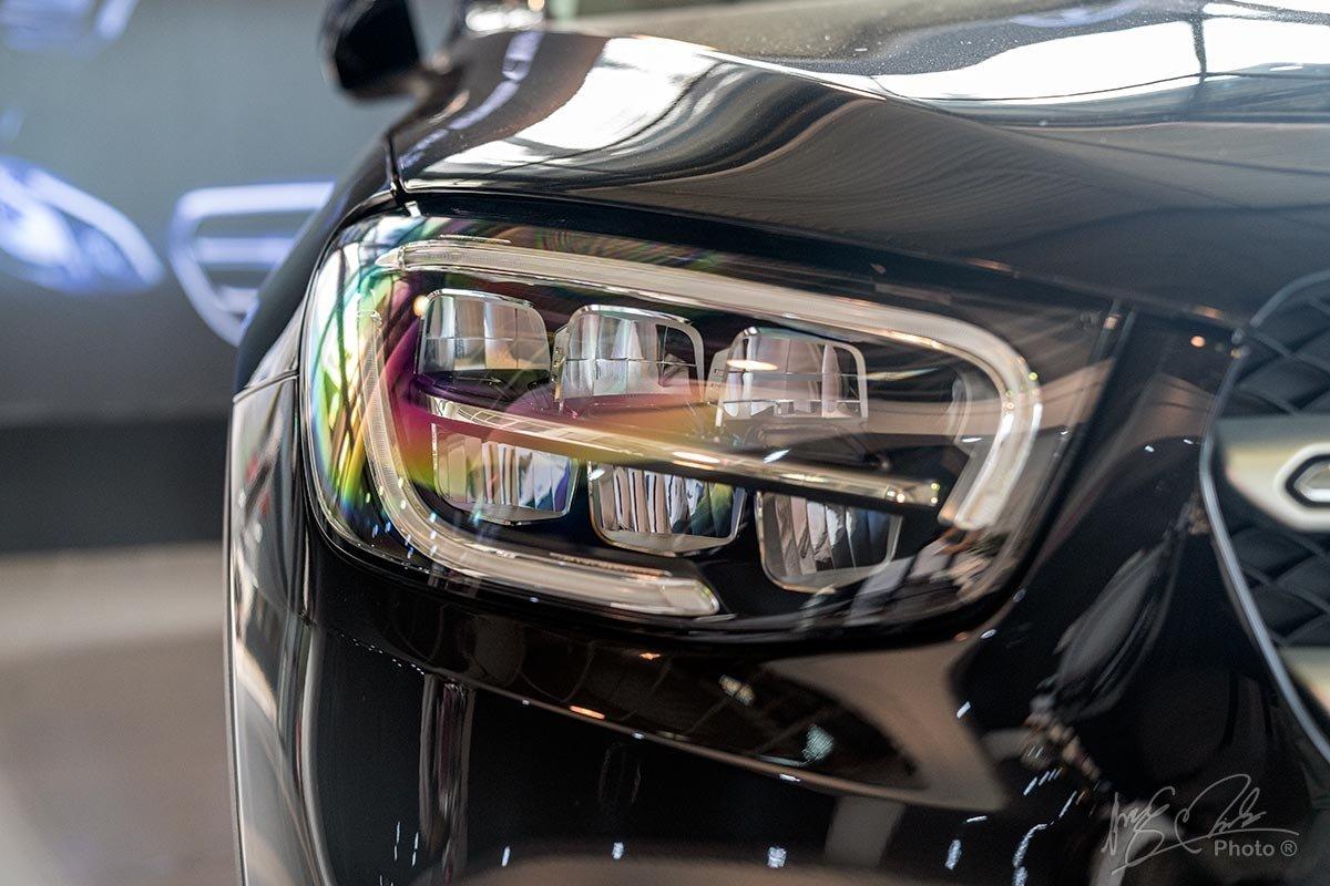 Đánh giá xe Mercedes-Benz GLC 200 2020: Cụm đèn pha Full LED dạng 2 tầng.