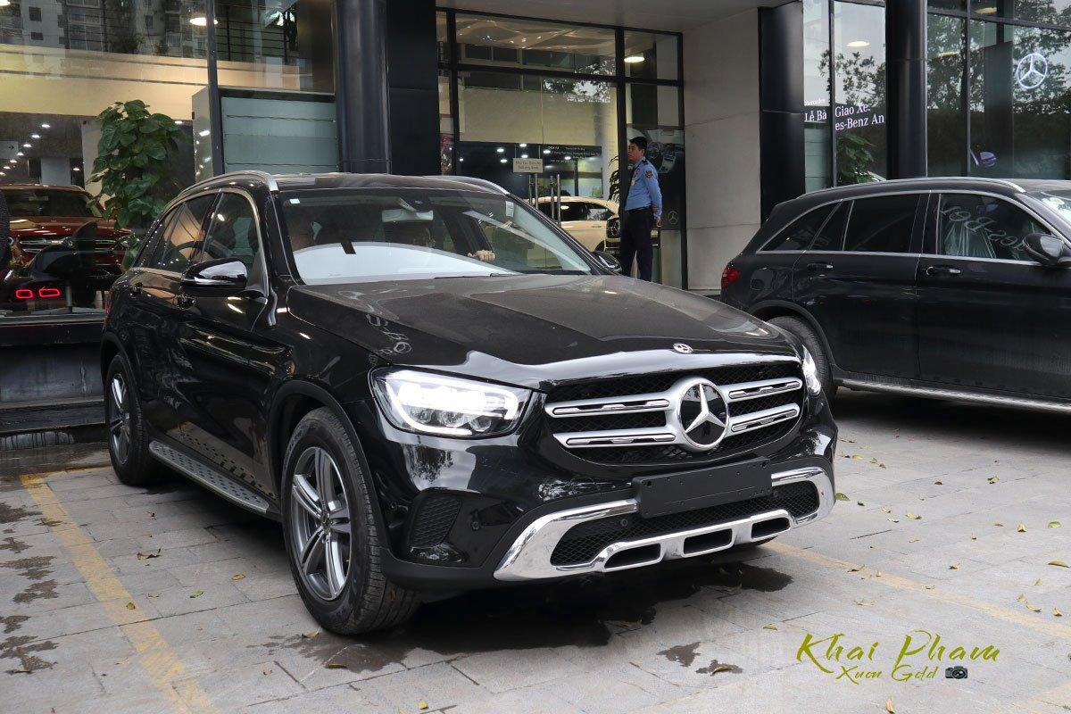 Đánh giá xe Mercedes-Benz GLC 200 2020: Xe chỉ được trang bị hệ thống dẫn động bánh sau.