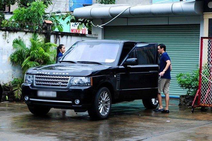 Range Rover Sport gia đình Hà Tăng.