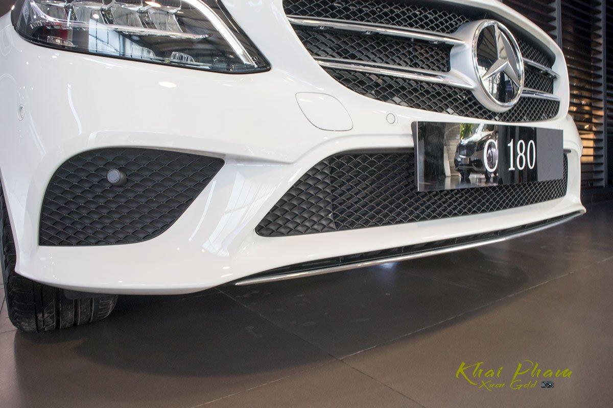 Ảnh chụp cản trước xe Mercedes-Benz C 180 2020