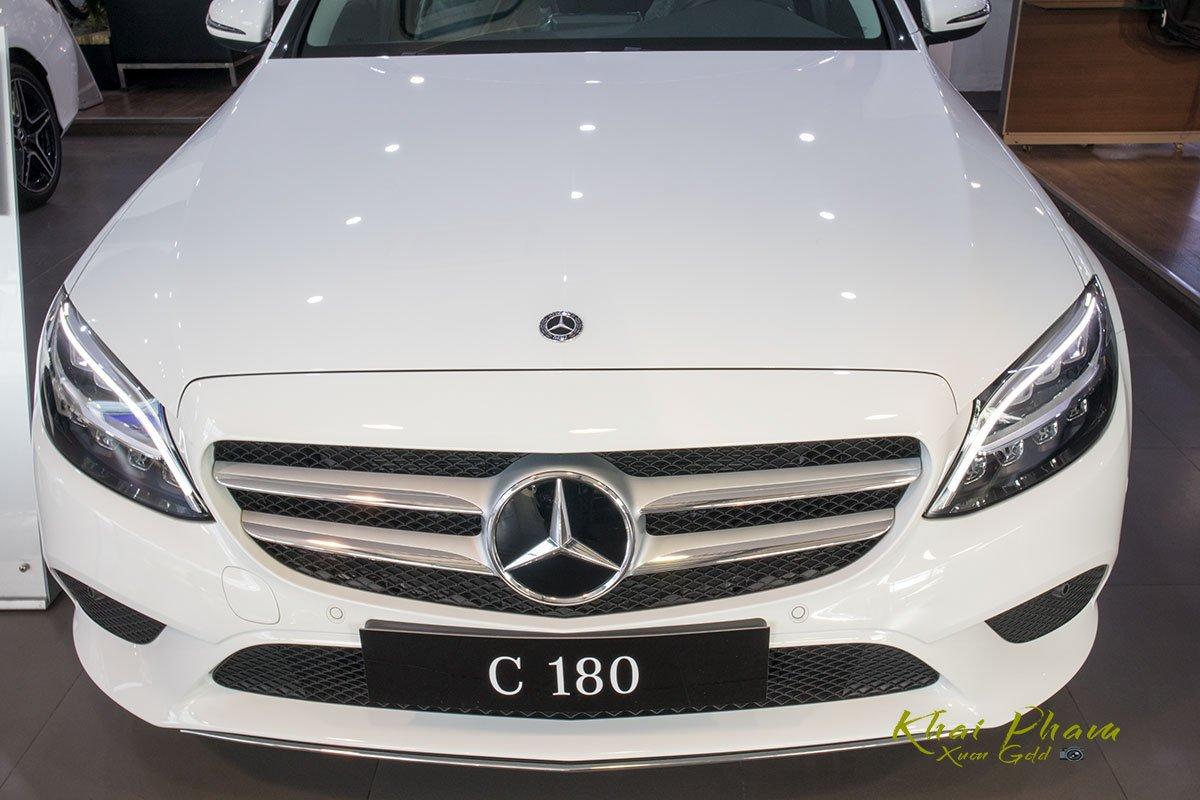 Ảnh chụp đầu xe Mercedes-Benz C 180 2020 1