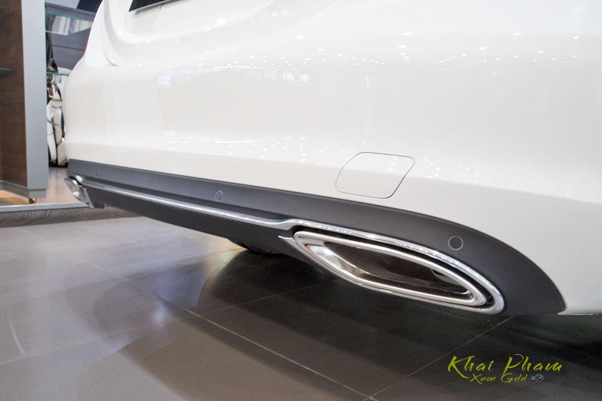 Ảnh chụp cản sau xe Mercedes-Benz C 180 2020