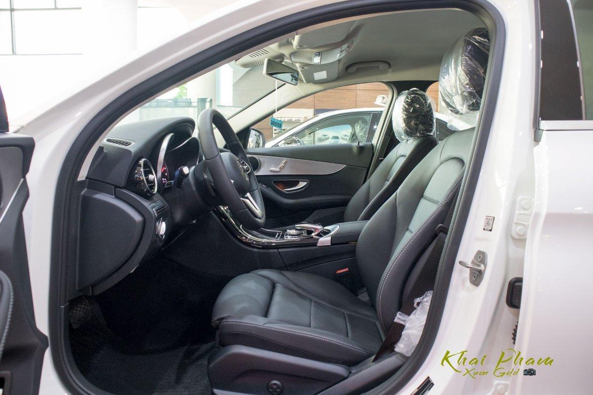 Ảnh chụp ghế trước xe Mercedes-Benz C 180 2020 1