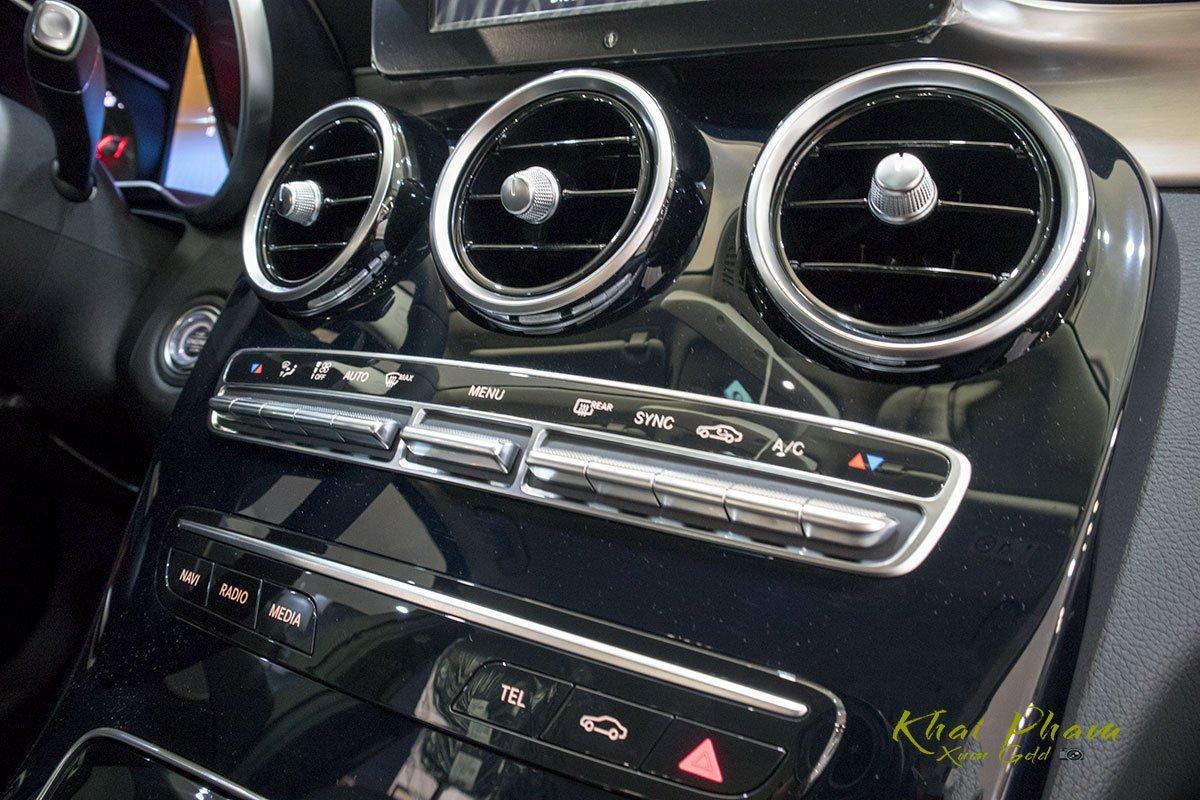Ảnh chụp điều hoà xe Mercedes-Benz C 180 2020 1