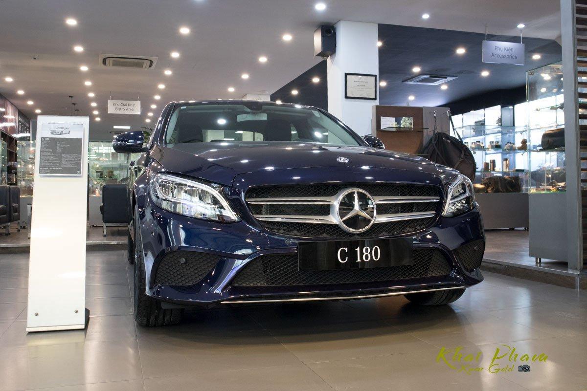 Ảnh chụp đầu xe Mercedes-Benz C 180 2020