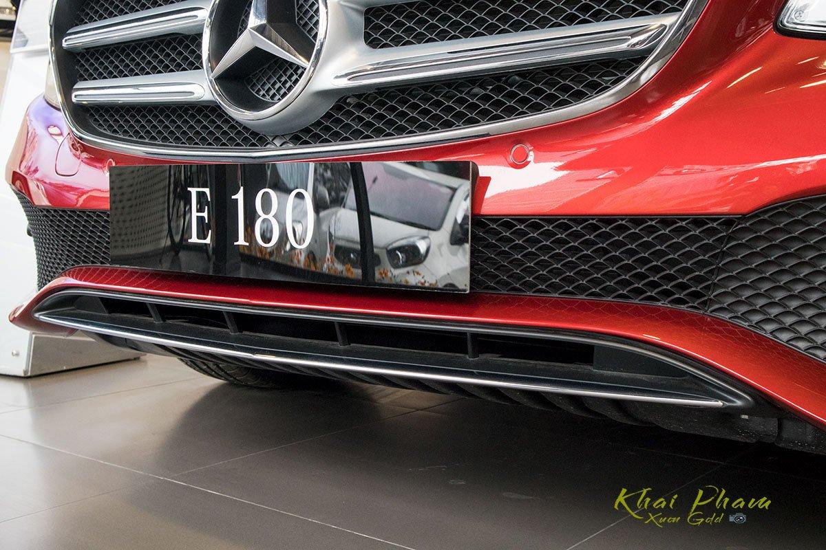 Ảnh chụp cản trước xe Mercedes-Benz E 180 2020