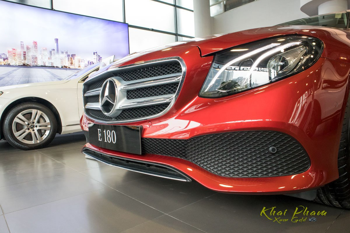 Ảnh chụp đầu xe Mercedes-Benz E 180 2020