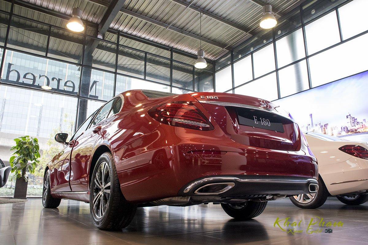 Ảnh chụp đuôi xe Mercedes-Benz E 180 2020