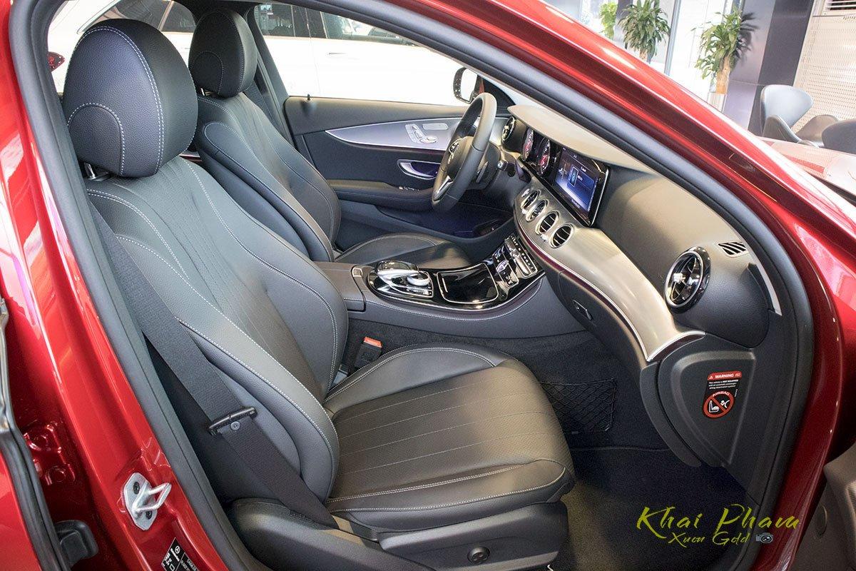 Ảnh chụp ghế phụ xe Mercedes-Benz E 180 2020