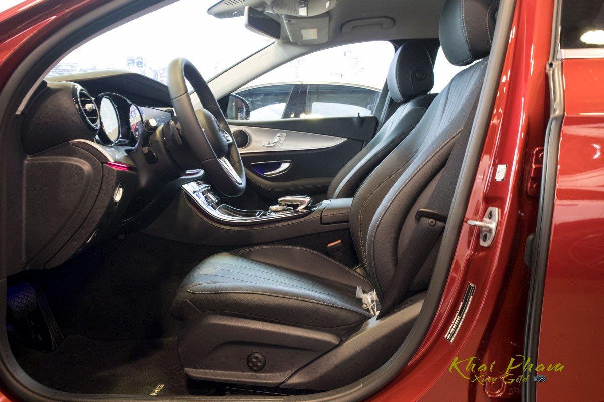 Ảnh chụp ghế trước xe Mercedes-Benz E 180 2020
