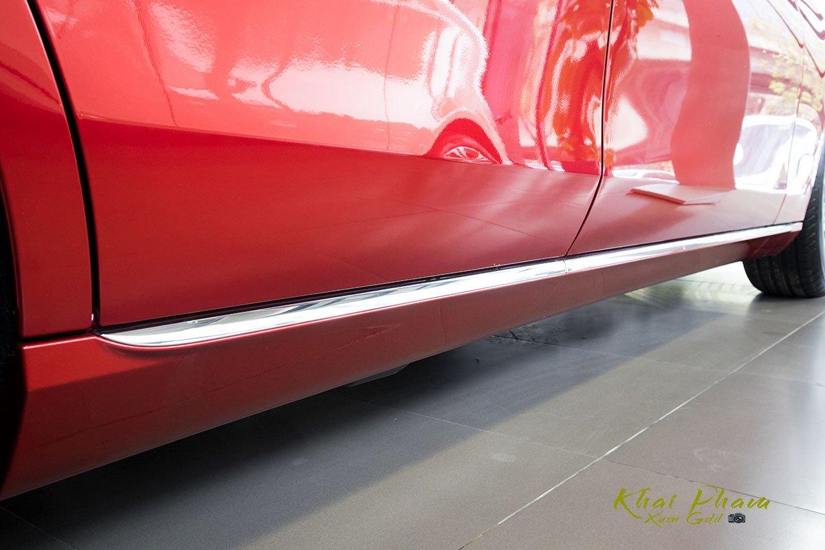 Ảnh chụp đường crom thân xe Mercedes-Benz E 180 2020