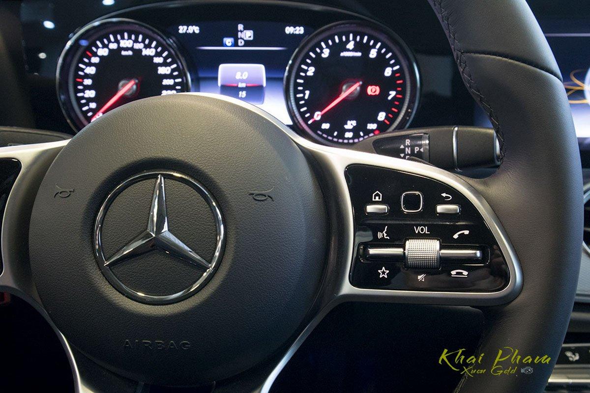 Ảnh chụp nút bấm phải xe Mercedes-Benz E 180 2020