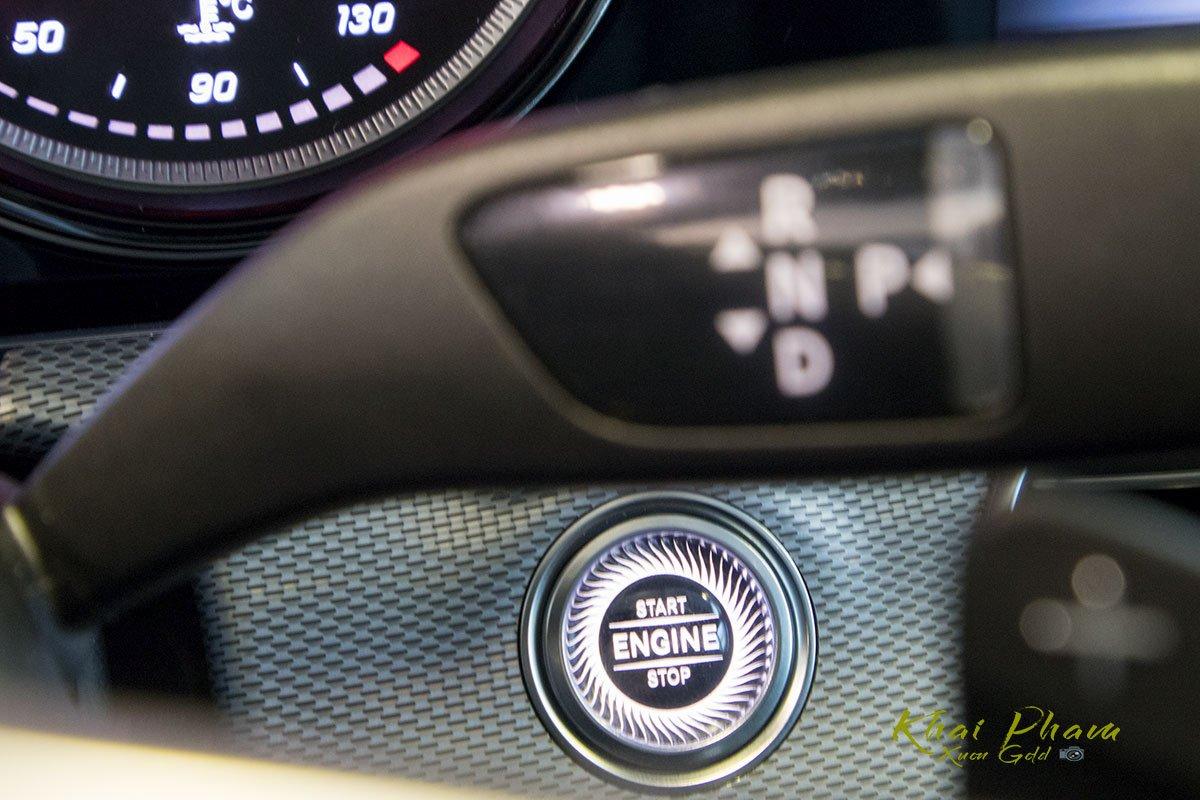 Ảnh chụp nút khởi động xe Mercedes-Benz E 180 2020