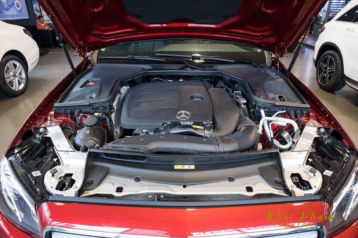 Ảnh chụp động cơ xe Mercedes-Benz E 180 2020