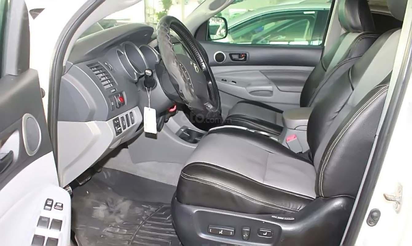 Cần bán xe Toyota Tacoma 4.0L 4x4 AT năm sản xuất 2009, màu trắng, nhập khẩu còn mới, giá chỉ 880 triệu (3)