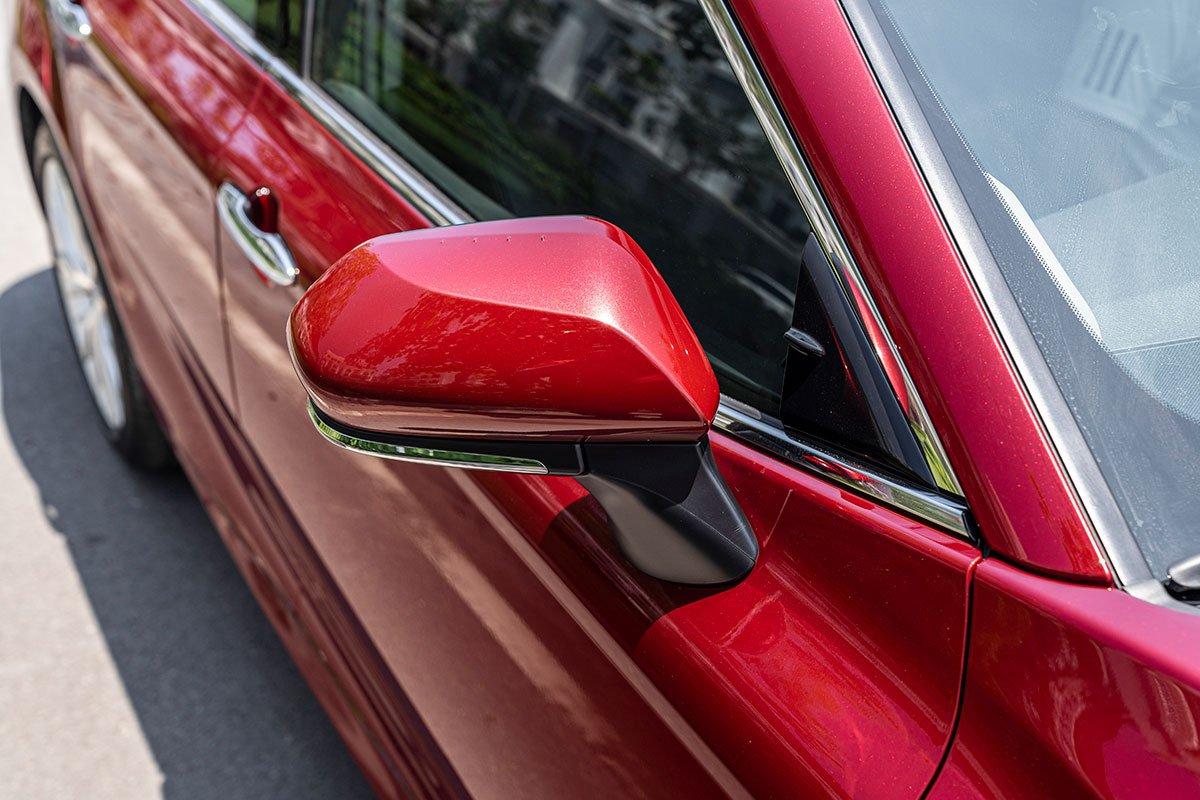 Ảnh chụp gương xe Toyota Camry 2020
