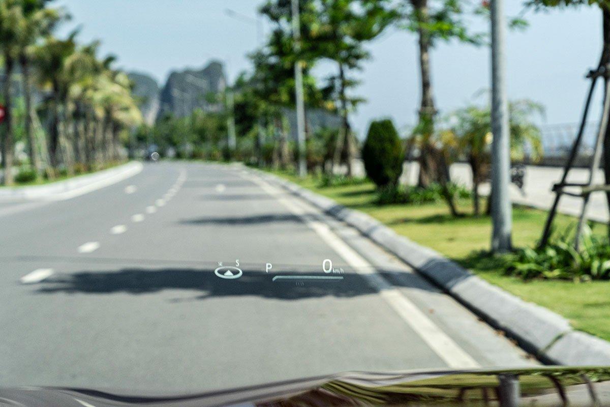 Ảnh chụp màn hình HUD xe Toyota Camry 2020