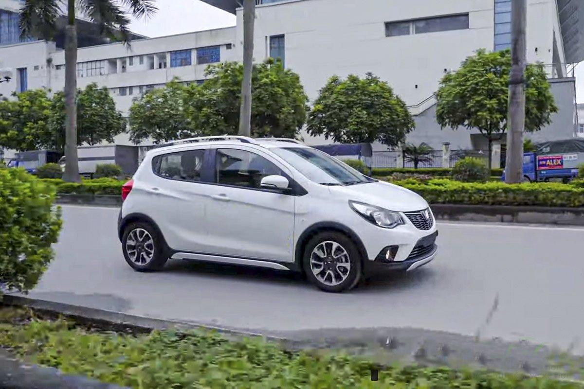 Khách hàng nhận đánh giá ưu, nhược điểm của xe VinFast Fadil 2019-2020.
