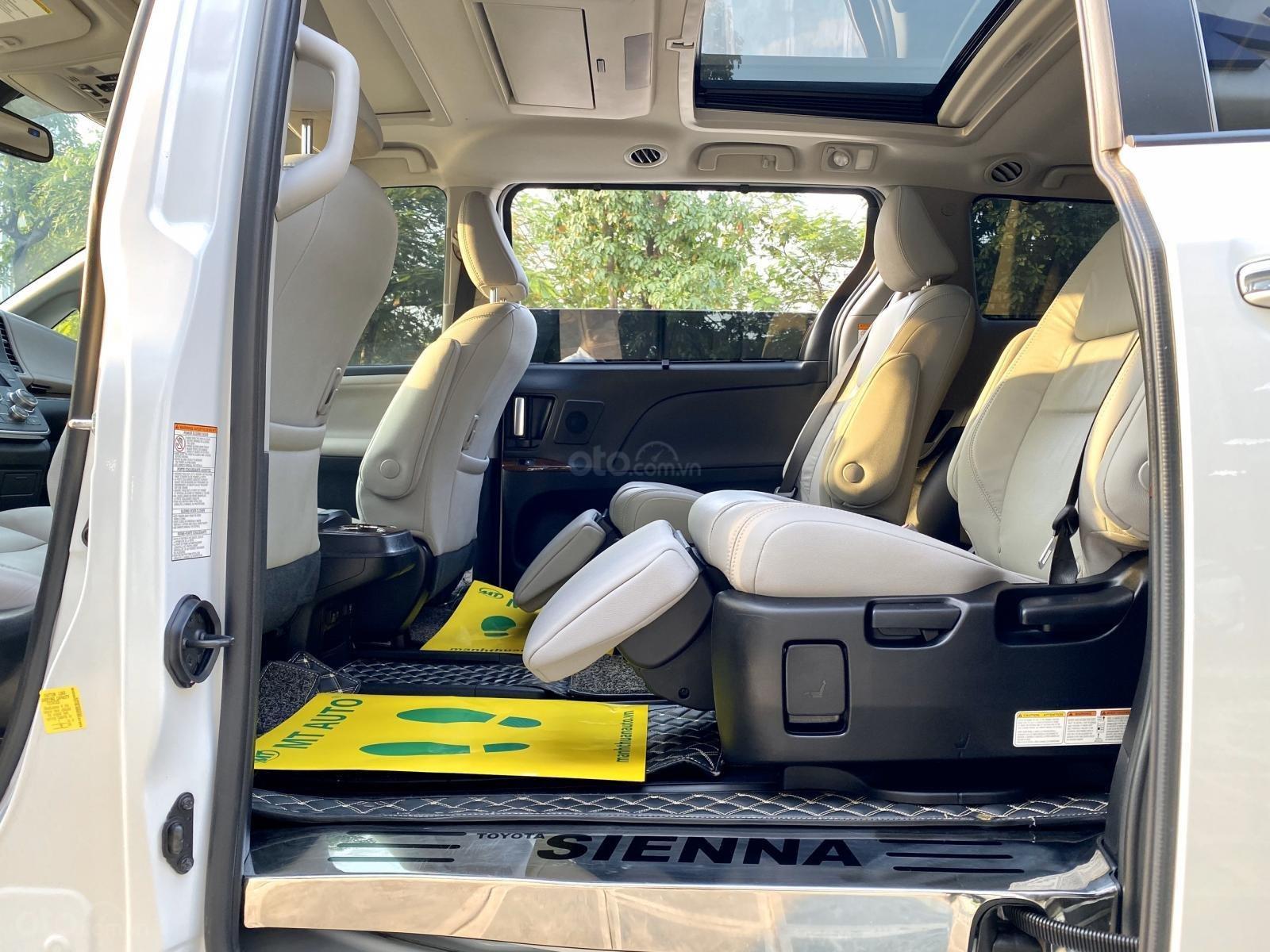 Bán xe Toyota Sienna Limidted sx 2018, màu trắng, siêu lướt 12.000km (13)