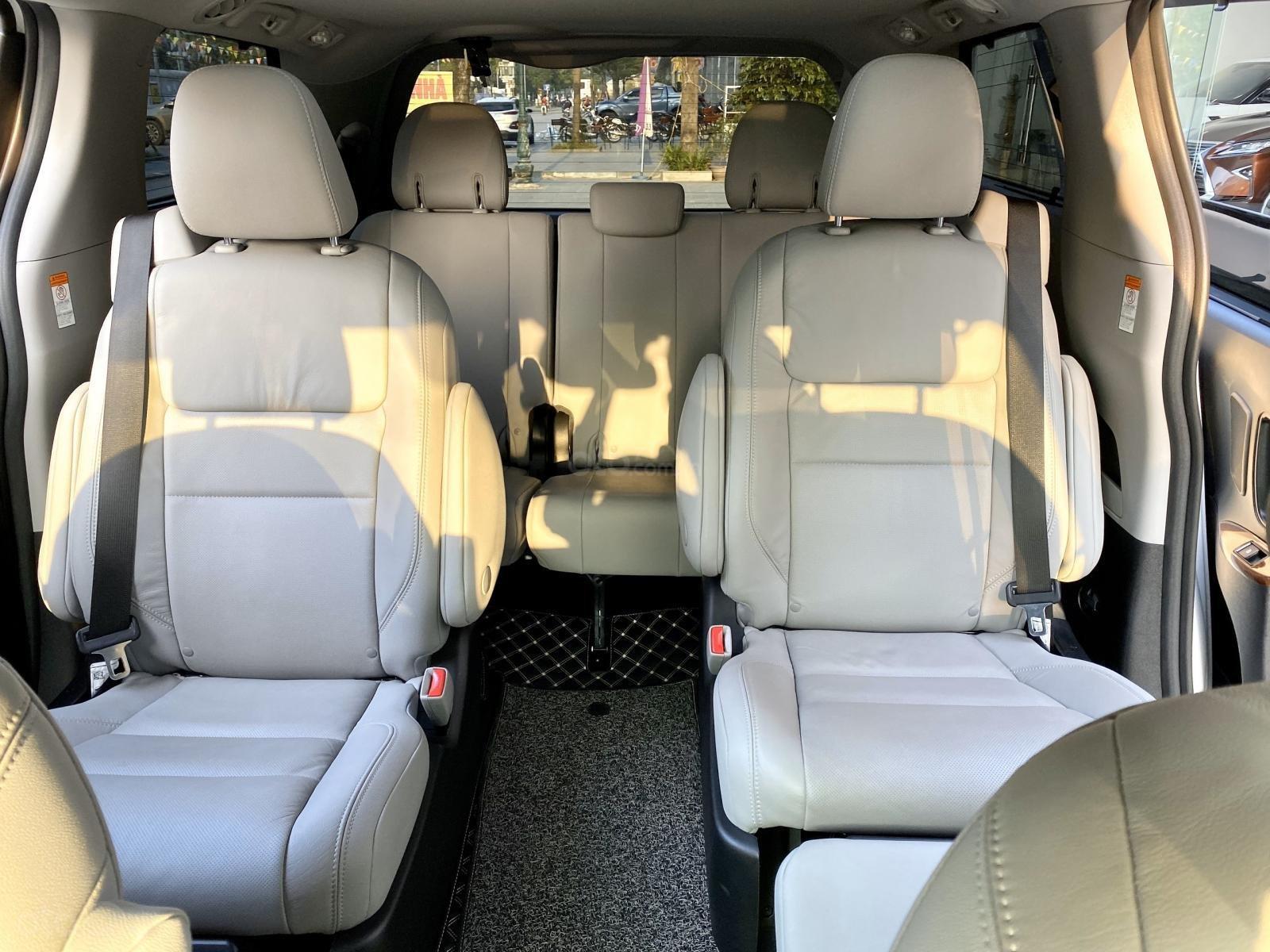Bán xe Toyota Sienna Limidted sx 2018, màu trắng, siêu lướt 12.000km (15)