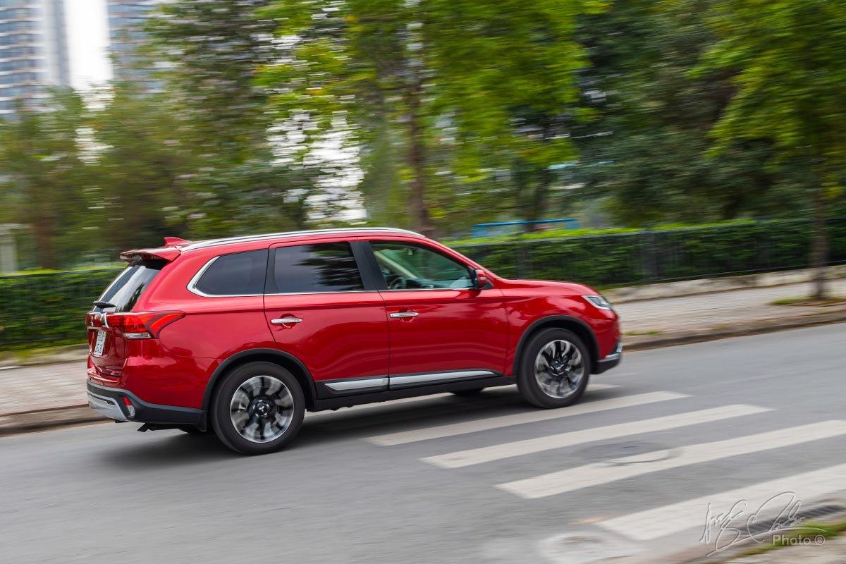 Đánh giá xe Mitsubishi Outlander 2.0 CVT Premium 2020: Khả năng cách âm là điểm mạnh của mẫu xe này.