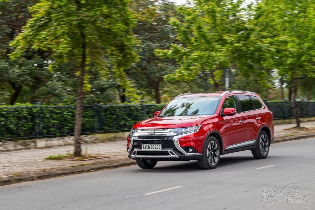 Đánh giá xe Mitsubishi Outlander 2.0 CVT Premium 2020: Xe được thiết kế để vận hành êm ái và tiết kiệm.