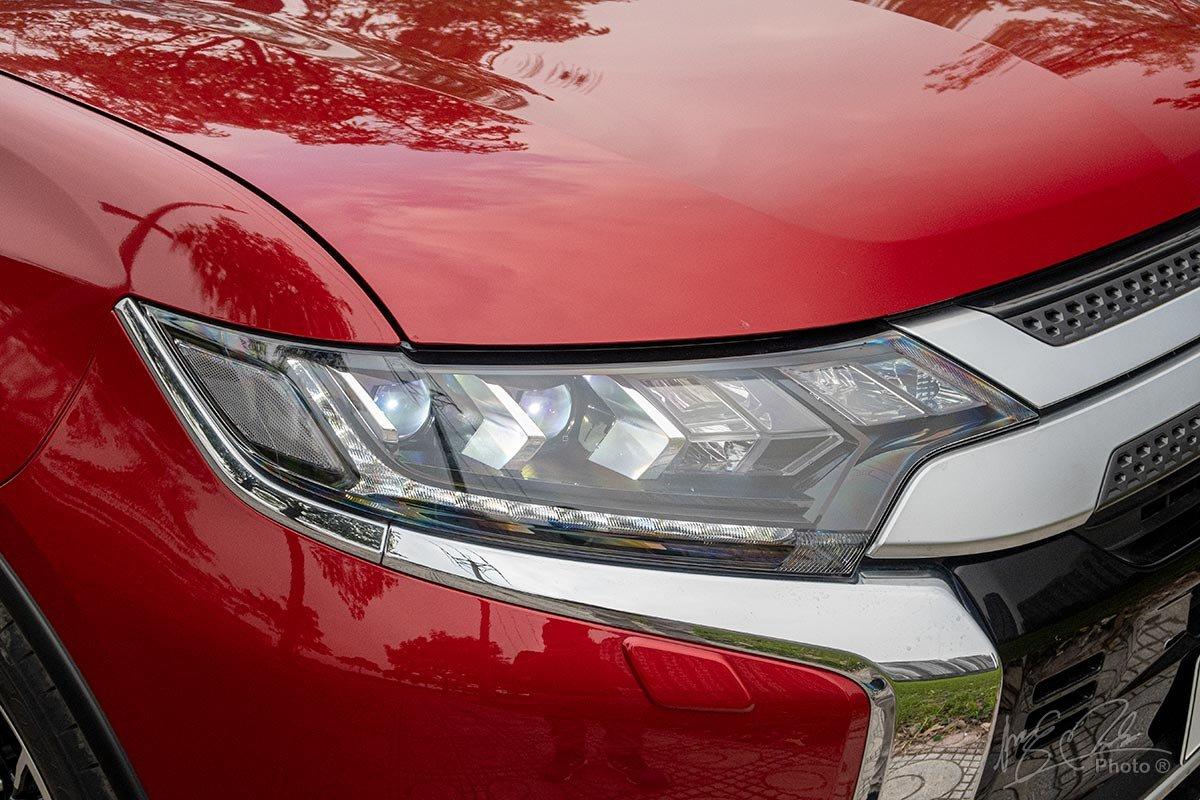 Đánh giá xe Mitsubishi Outlander 2.0 CVT Premium 2020: Đèn pha Full LED.